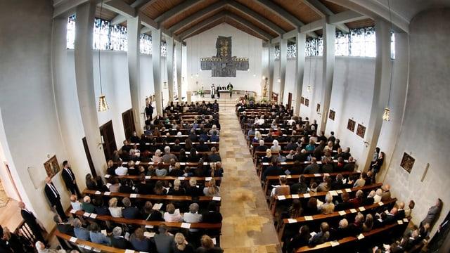 In funeral: ina chaschun per prender cumià d'in concarstgaun.