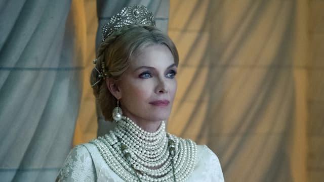Michelle Pfeiffer als Königin Ingrith.