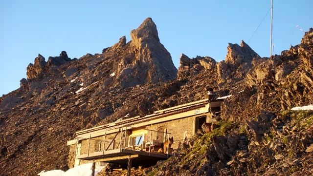 Die Segnespass Mountain Lodge auf 2'625 Meter über Meer.