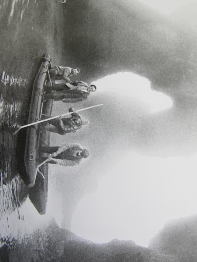 Fotografie von 1984: Sanierung des Rheinfallfelsens.