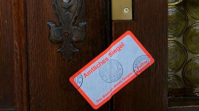Die versiegelte Tür nach der Razzia im Jahr 2007.