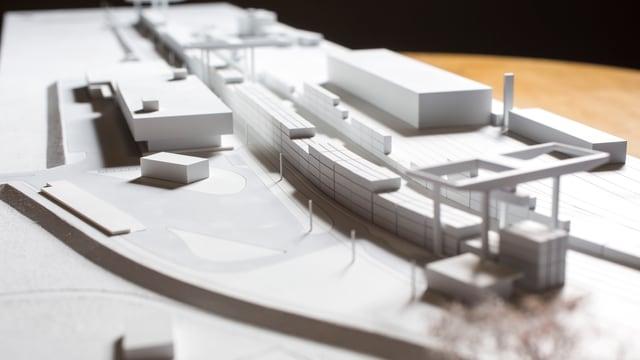 Das Modell der SBB mit Kran, Geleisen und Werkgebäude.