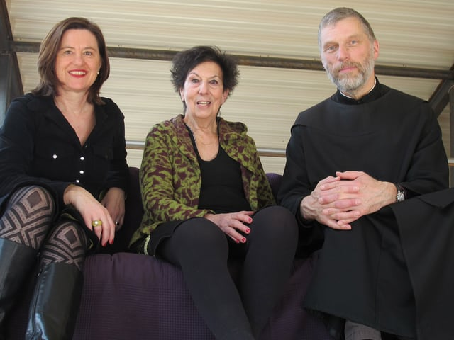 Katharina Kilchenmann (links) mit der Architektin Marina Gerber und Peter von Sury.