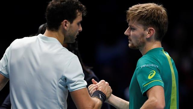 Grigor Dimitrov und David Goffin geben sich einen Handschlag.