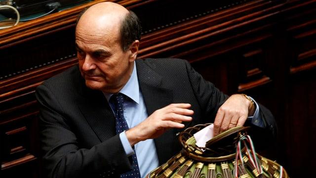 Pier Luigi Bersani, Wahlzettel in Urne legend