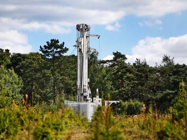 Ein Turm einer Fracking-Förderanlage.