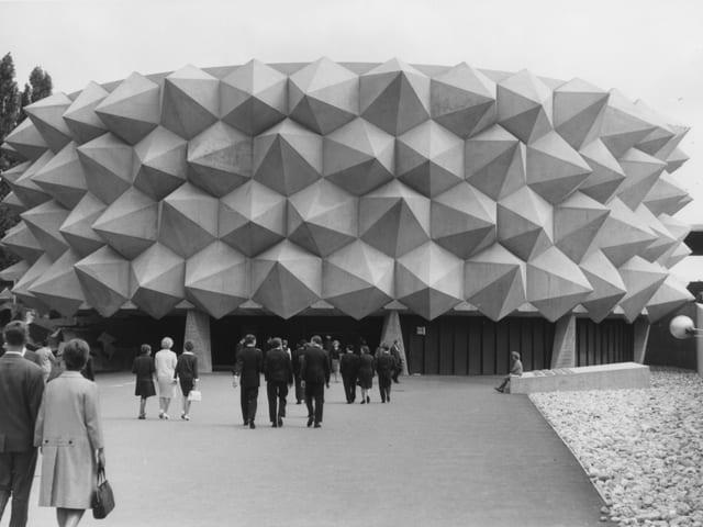 Igelförmiger Betonpavillon der Armee bei der Expo 1964