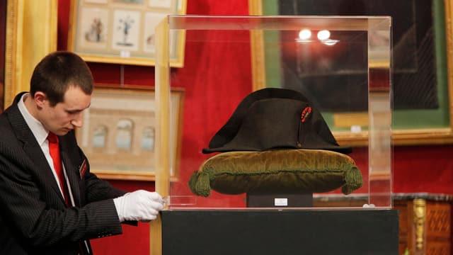 Napoleons Hut vor der Versteigerung