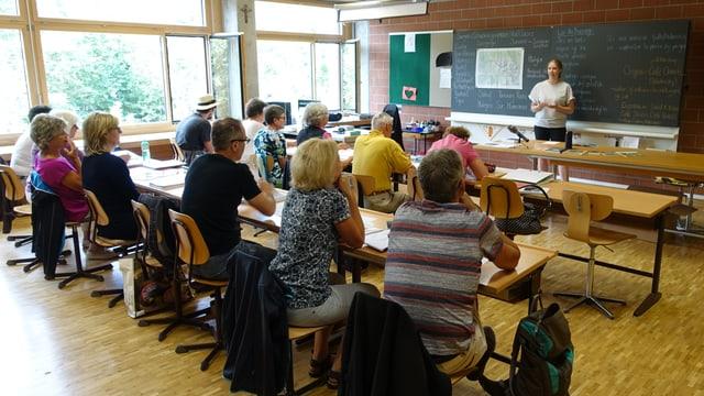 13 persunas visitan il curs dals principiants.