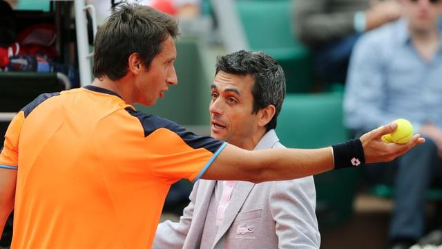Zu einer kuriosen Szene kam es an den French Open 2013. Im Spiel gegen Richard Gasquet gab der Schiedsrichter einen umstrittenen Ball out.