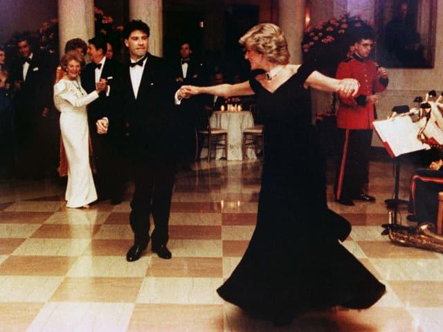 Prinzessin Diana tanzt mit John Travolta