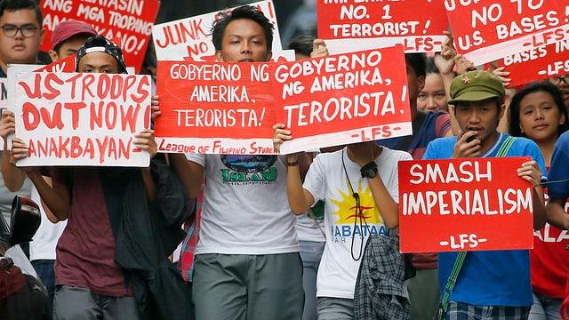 Fin 50'000 persunas han prendì part a las demonstraziuns a Manila.