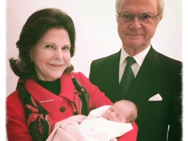 Königin Silvia und König Carl Gustaf von Schweden mit Prinzessin Leonore.