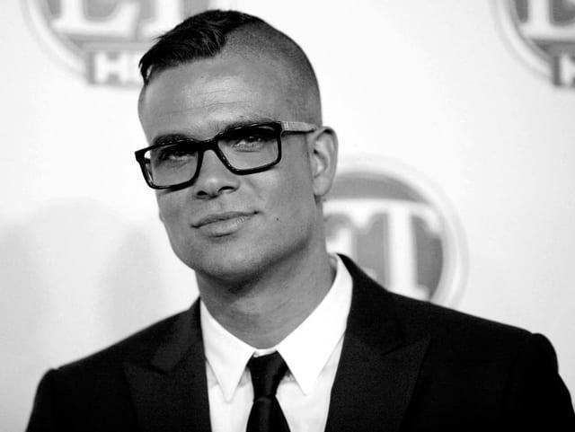 Mann in Anzug und Brille