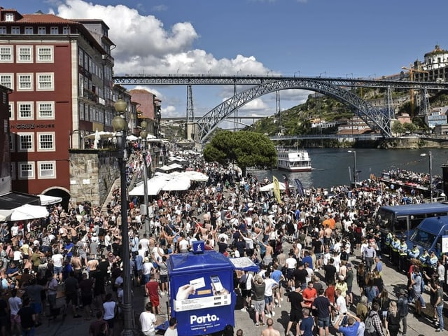 englische Fans in Porto.