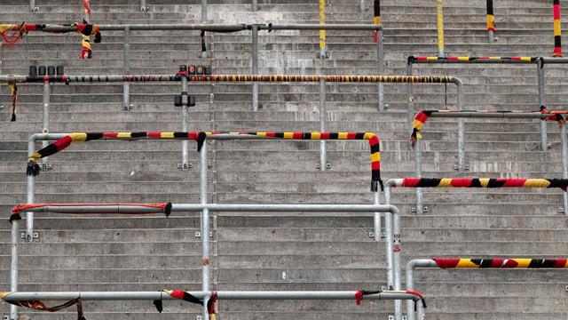 Die Stehplatzrampe in der Postfinance-Arena in Bern