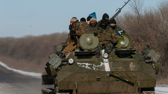 Schuldada da la regenza ucranaisa en in char armà.