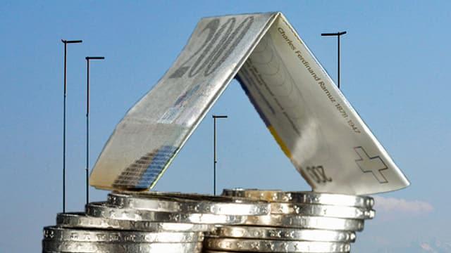 Bildmontage mit einem Münzberg und gefalteten 200-er-Nötli vor ausgesteckten Bauprofilen