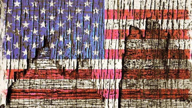 Eine Flagge von Amerika, die an einigen Stellen aufgeribbelt zu sein scheint.