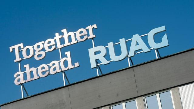 Firmenlogo der Ruag auf einem ihrer Gebäude