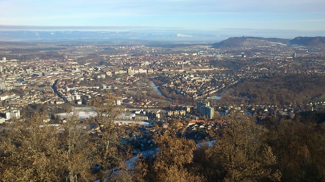Blick auf die Stadt Bern vom Gurten herab.