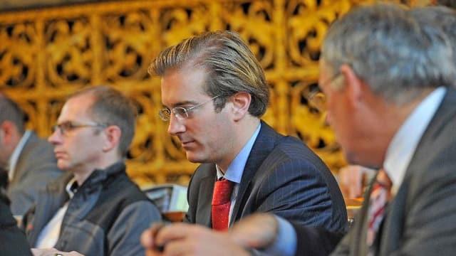 LDP-Grossrat Conradin Cramer bei der Arbeit im Parlament