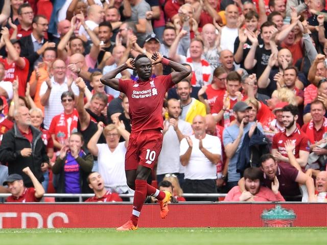 Sadio Mané lässt sich an der Anfield Road feiern.