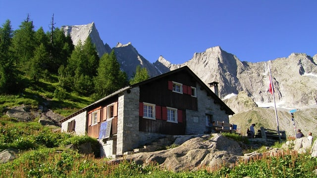 Die SAC-Hütte Sasc Furä im Bergell.