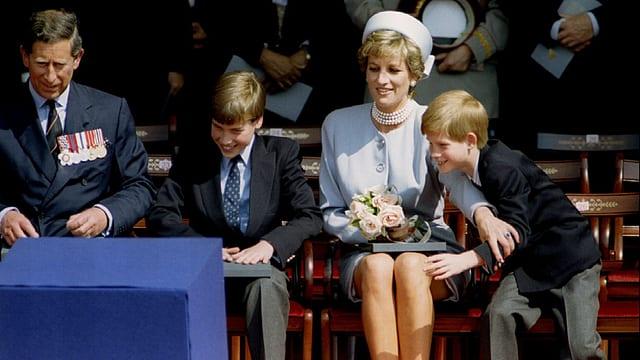 Lady Diana mit ihrer Familie Prinz Charles und den Kindern William und Harry.