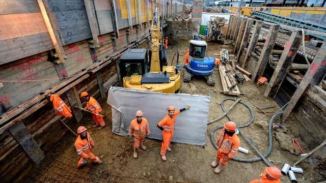 Bauarbeiter bei einer Baustelle der Durchmesserlinie in Zürich.
