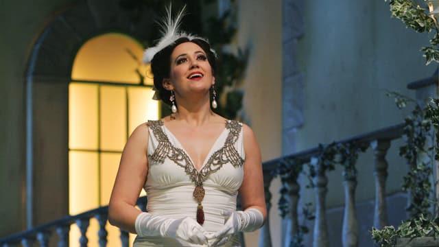 "Mélanie Adami als ""lustige Witwe"" Hanna Glawari am Theater Arth"