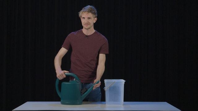 Video «Einfach Physik! - Giesskanne und Licht (2/5)» abspielen