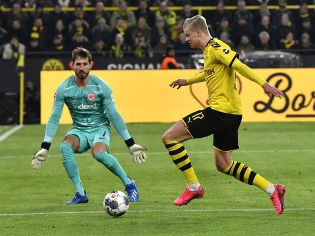 Haaland vor Frankfurts Goalie Trapp