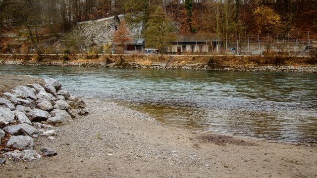 Mit Natursteinen will der Kanton das Aareufer sanieren. Beton sei nicht mehr zeitgemäss.
