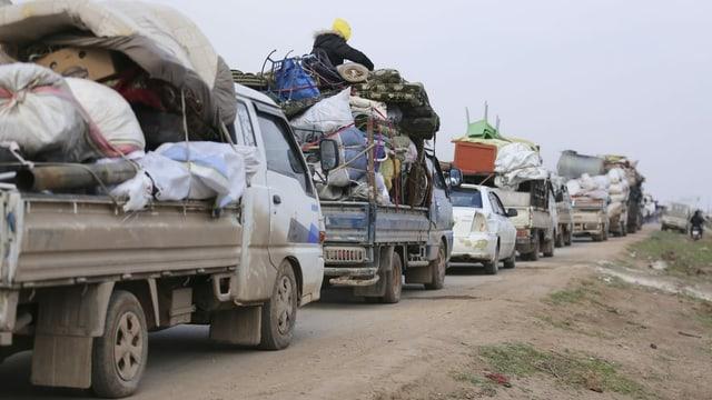Die Menschen fliehen aus den umkämpften Gebieten im Süden Idlibs.
