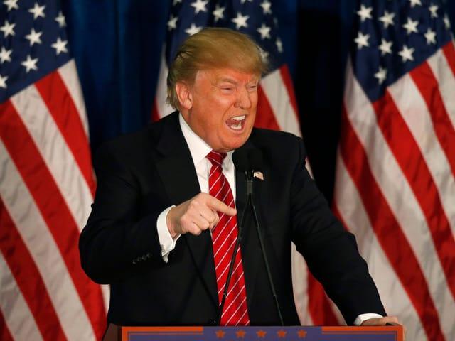 Trump spricht eindringlich zu seinen Zuhörern.