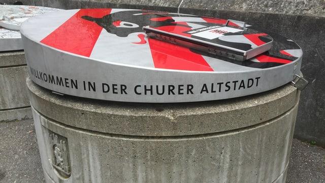 Moloc da la citad da Cuira cun scret: Willkommen in der churer Altstadt.