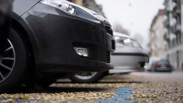 Bei Autobesitzern in der Stadt Zürich beliebt: Parkplätze in der Blauen Zonen sind viel günstiger als Garagenplätze.