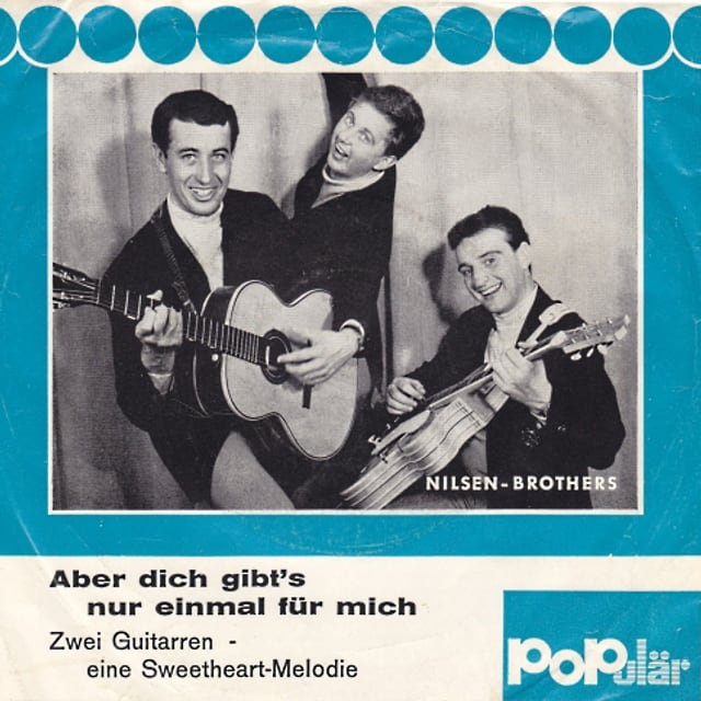 Plattencover mit den NIlsen Brohters plus Gitarren in schwarzweiss