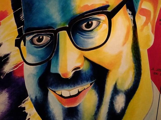 Lachender Conradin Cramer, gemalt auf einer Laterne.