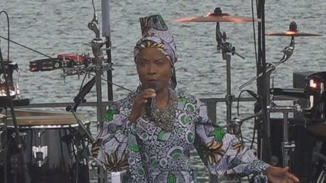 Angélique Kidjo durant ses concert al Lej da Staz.