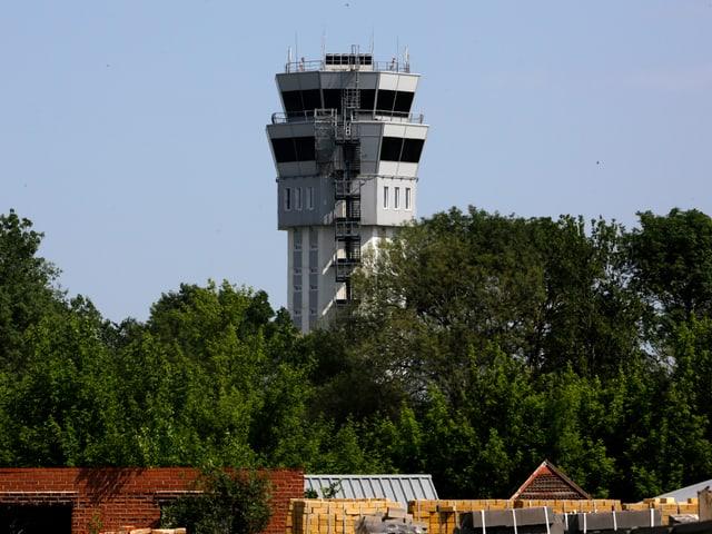 Der Airport Tower vor der Zerstörung.