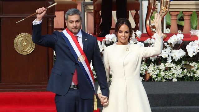 Mario Abdo Benítez und seine Frau