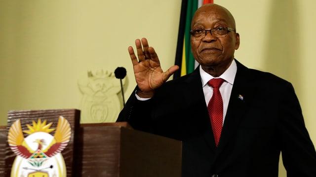 Jacob Zuma an einem Rednerpult