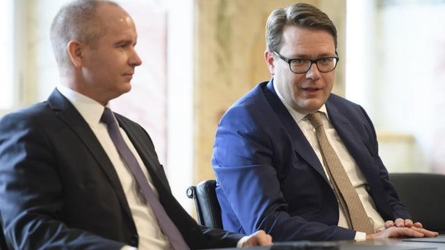 Stefan Kölliker und Benedikt Würth am Tisch.