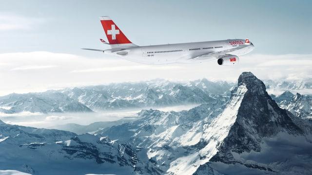 Swiss-Flugzeug über den Alpen.