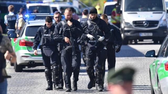 Bewaffnete Polizisten