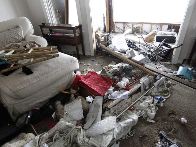 Zerstörtes Wohnzimmer in Salisbury