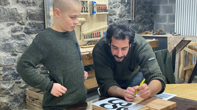 Darius ensemen cun Dario Varuggio che maina il curs da mastergn