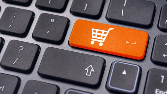 Tastatur mit Einkaufswagen auf Eingabetaste